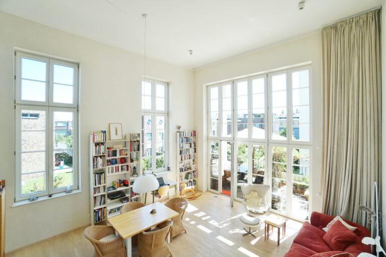 Sonniges, helles Apartment mit bodentiefen Fenstern